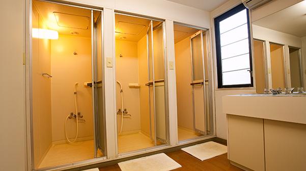 帰宅後もらくらくシャワールーム完備(無料)