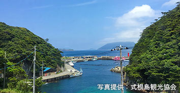 式根島(野伏漁港)